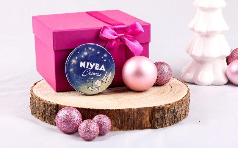 Kosmetika je častým vánočním dárkem.