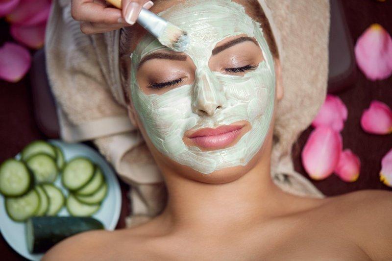 Kvalitní pleťová maska umí zázraky. Zdroj: Lucky Business / Shutterstock, Inc.