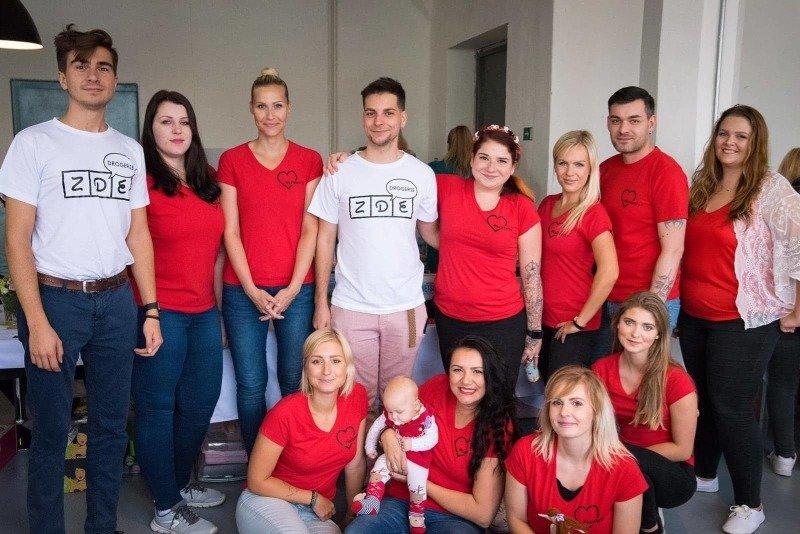 Blogeři spolu s organizátory bazaru, s kluky z drogérie ZDE.