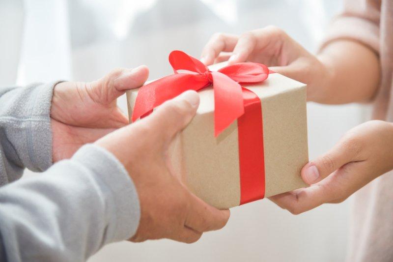 Oslňte ho parfémem, který mu bude vonět. Zdroj: eggeegg / Shutterstock, Inc.