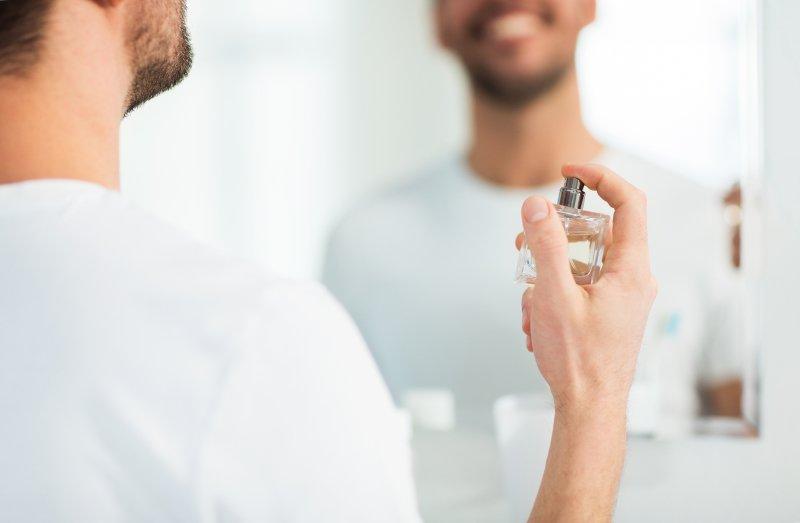 Pánové, zaujměte nás svým parfémem. Zdroj: Syda Productions / Shutterstock, Inc.
