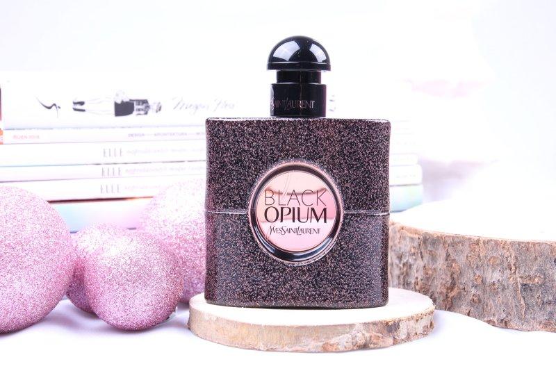 Parfém Black Opium od YSL patří k oblíbeným stálicím.