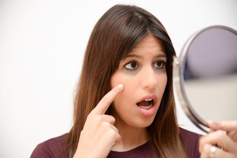 Kruhy pod očima jsou nepříjemné a mnohé vypovídají. Zdroj: cristina87 / Shutterstock, Inc.