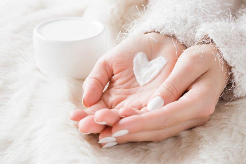 Dopřejte svým rukám péči. Zdroj: FotoDuets / Shutterstock, Inc.