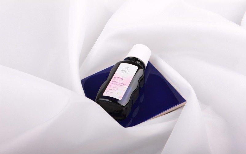 Univerzální pleťový olej z mandlí od Weledy odlíčí i ošetří pleť. Přečtěte si celou recenzi »