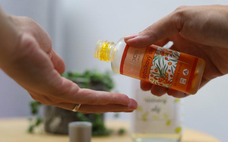 Rakytníkový olej prodává například značka Saloos.