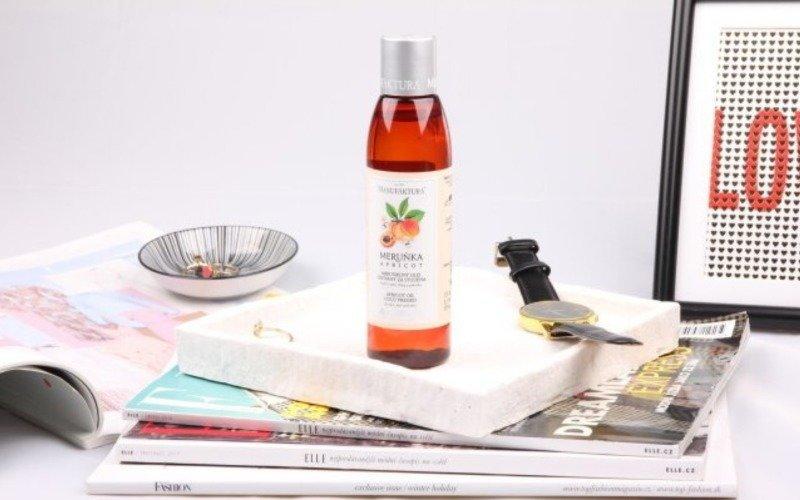 Vyzkoušejte meruňkový olej, jeho účinky vás překvapí.