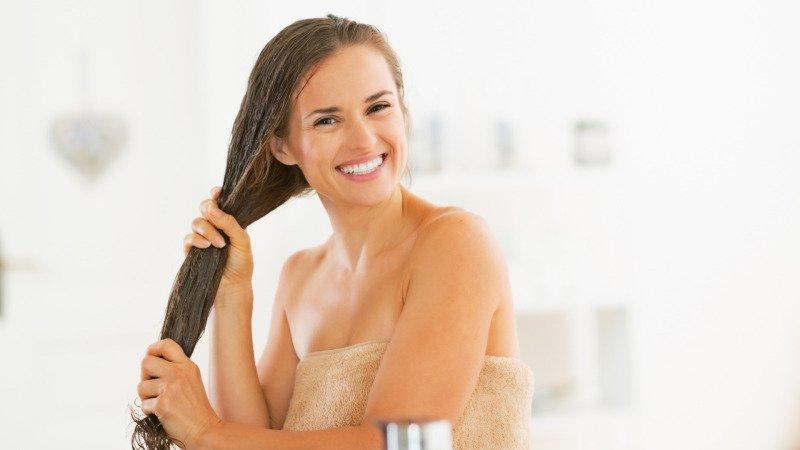 Následná péče o vlasy je samozřejmostí. Zdroj: Canva