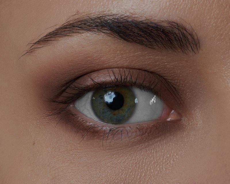 Protažením stínu na spodní víčko bude oko působit větší