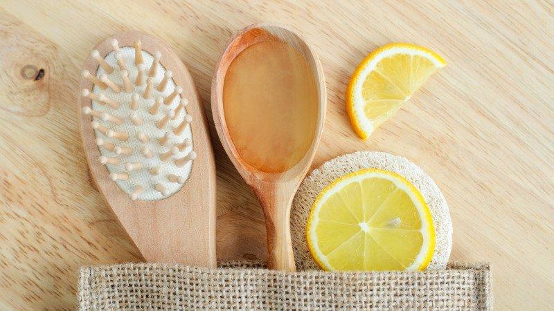 Citron dokáže zesvětlit a oživit blond barvu. Zdroj: Canva