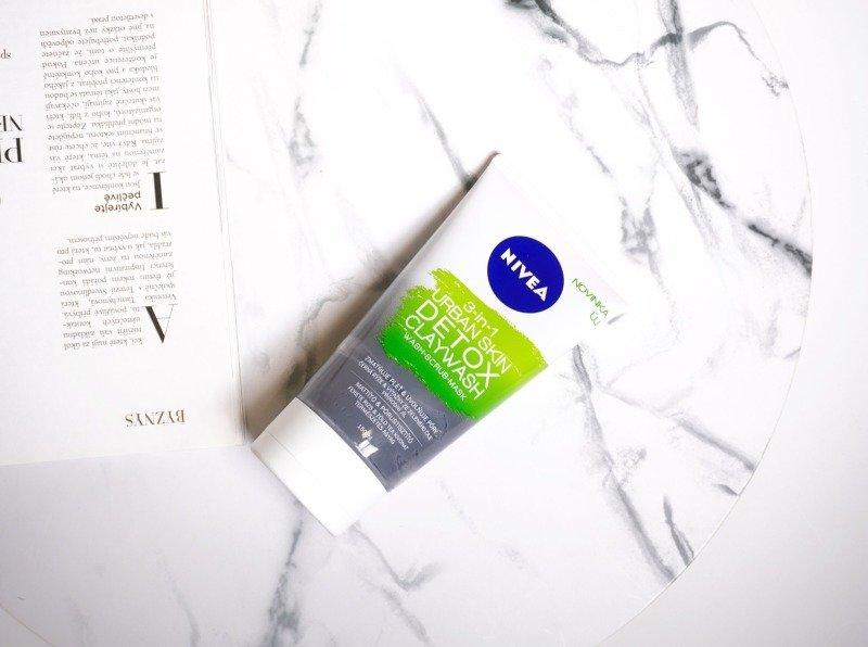 Detoxikační jílový čisticí krém 3v1: Čisticí krém, peeling i vyhlazující a zmatňující maska v jednom balení.