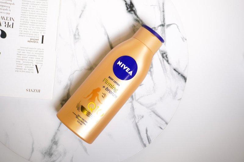 Krém Nivea Q10 Plus Firming Bronze slibuje pevnější a opálenější pokožku do 10 dní.